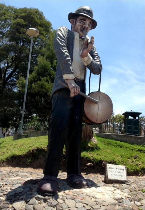 E Statues Alangasi - Photo G-Paz-y-Mino-C 2014