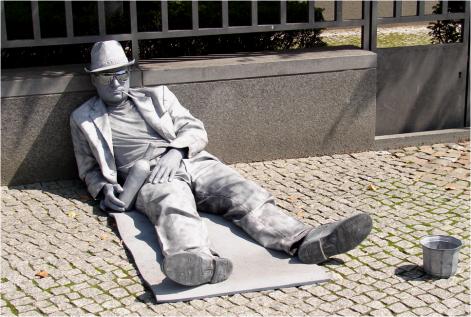 Silver Drunk Statue Berlin 2011