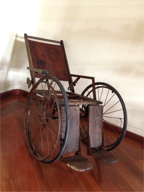 Wooden Wheelchair Museum of Medicine Quito - Photo G-Paz-y-Mino-C 2015