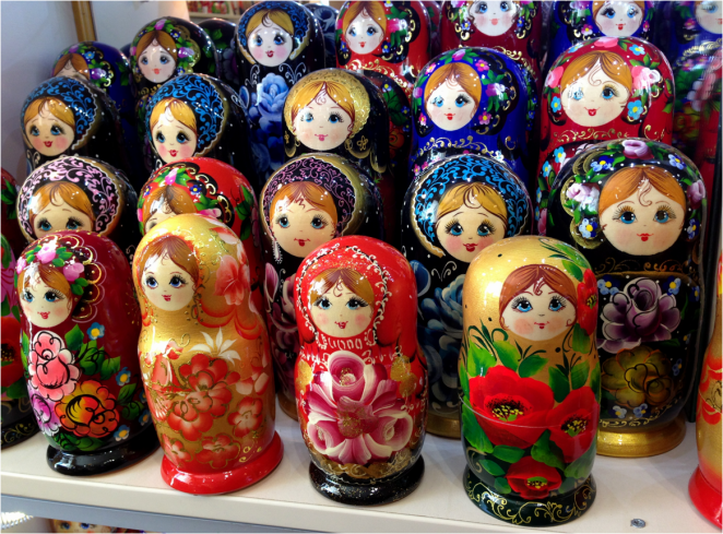 Matryoshkas in color St Petersburg - Photo G-Paz-y-Mino-C 2016